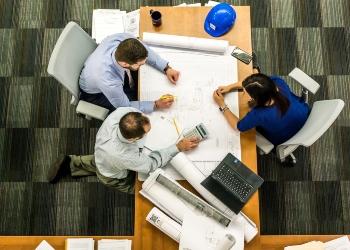Ansvarsfordeling mellom entreprenør og byggherre ved uklarhet i prosjekteringsgrunnlaget
